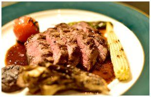 ソースのかかった千葉県産房総ポークのグリルと野菜